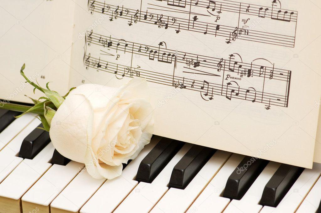 Romantic concept - rose on piano — Stock Photo © Elnur ...
