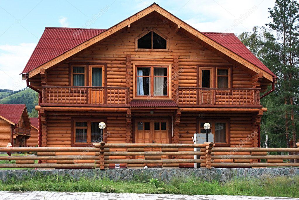 vivienda de madera — Foto de stock © yykkaa #1326941