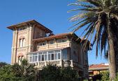 Villa nera moře