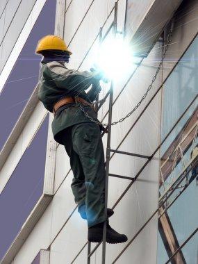 Welding metal vertical wall