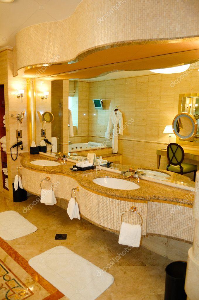 Salle de bain luxe hotel duba mirats arabes unis for Salle de bain d hotel luxe