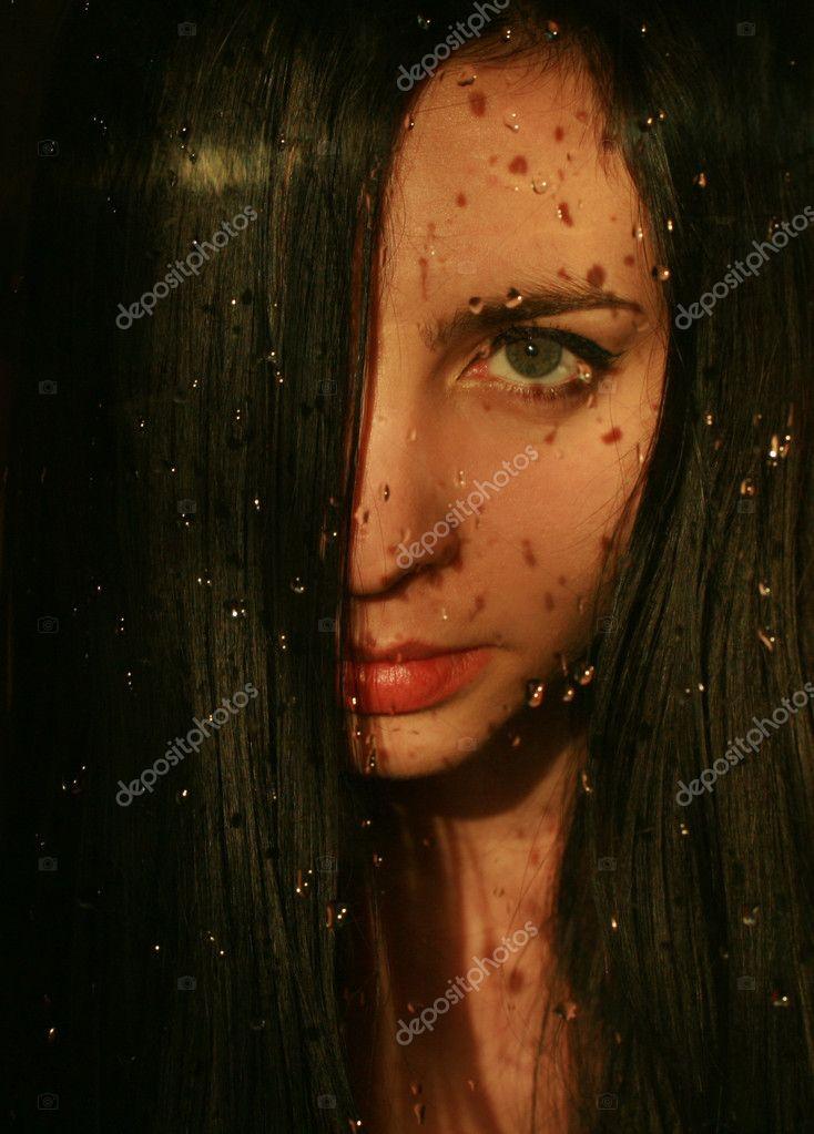 красивое фото девушек брюнетки лицо закрыта волосами