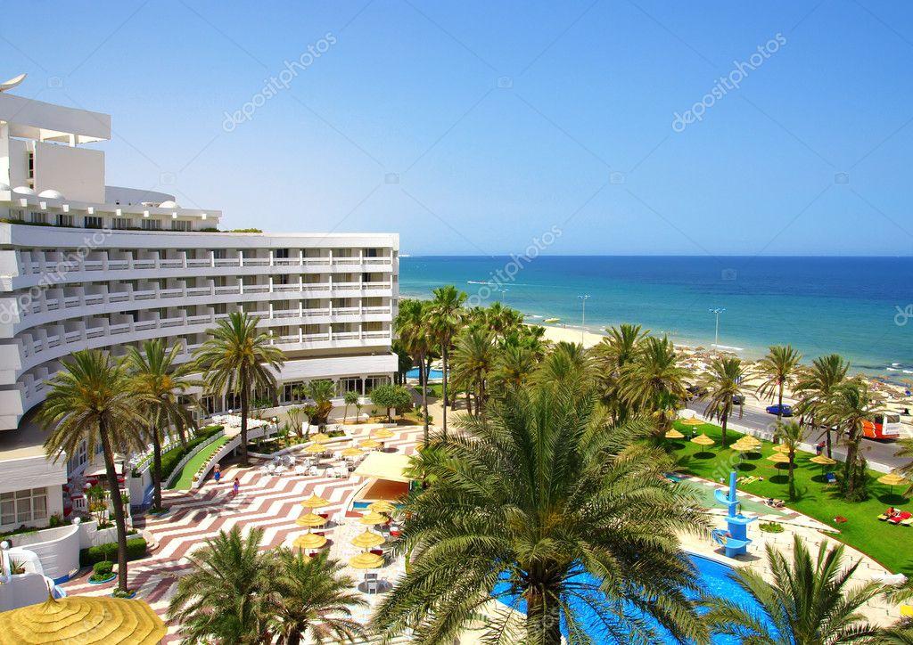 Hotel arrange near sea