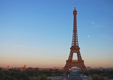 Kind on Eiffel Tower during a decline