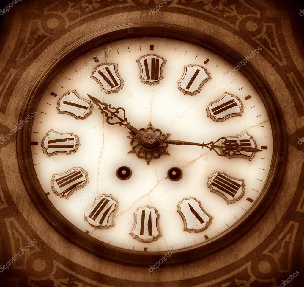 vieille horloge en bois photographie pshenichka 1447574. Black Bedroom Furniture Sets. Home Design Ideas