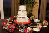 svatební dort a květiny