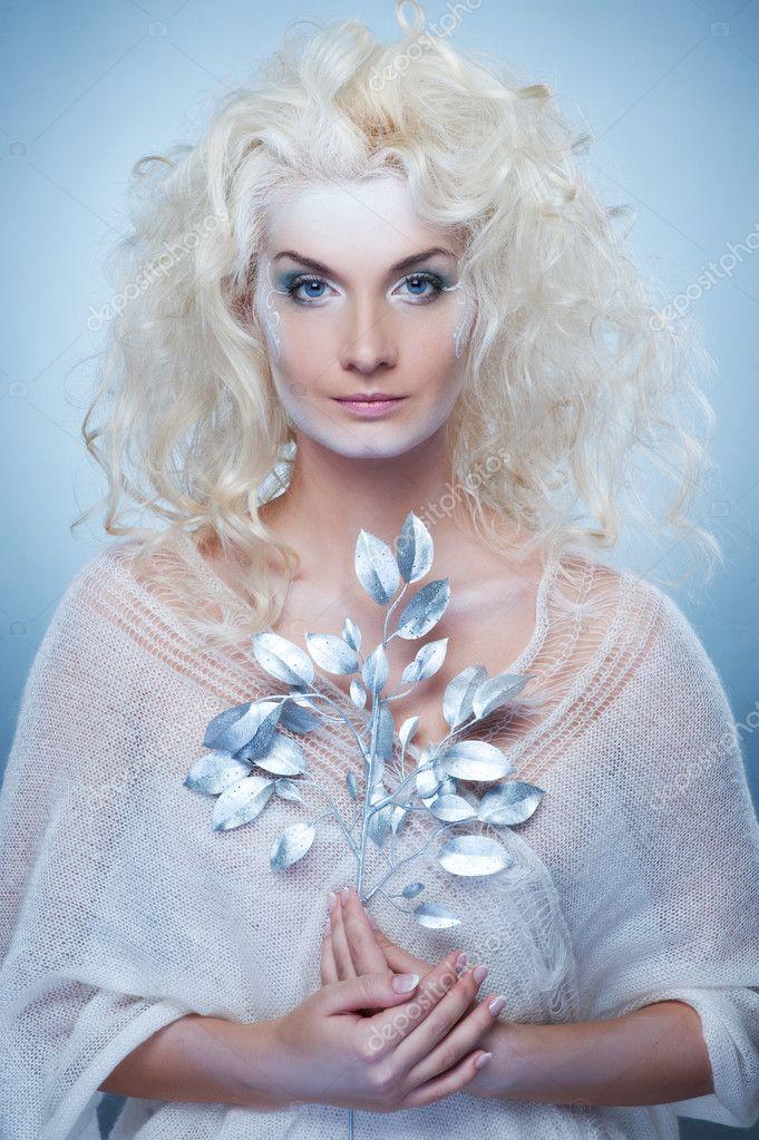 Порно развели прут красивых блондинок трахают полные девушки