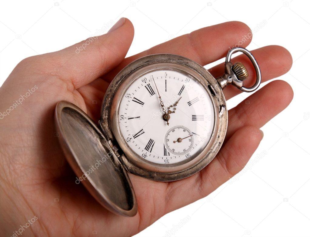 1ec7ab76c6a mão mostra o relógio de bolso antigo — Fotografias de Stock © Iguasu ...