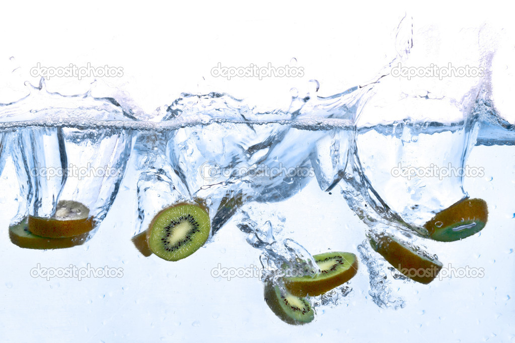 Kiwi splashing in water