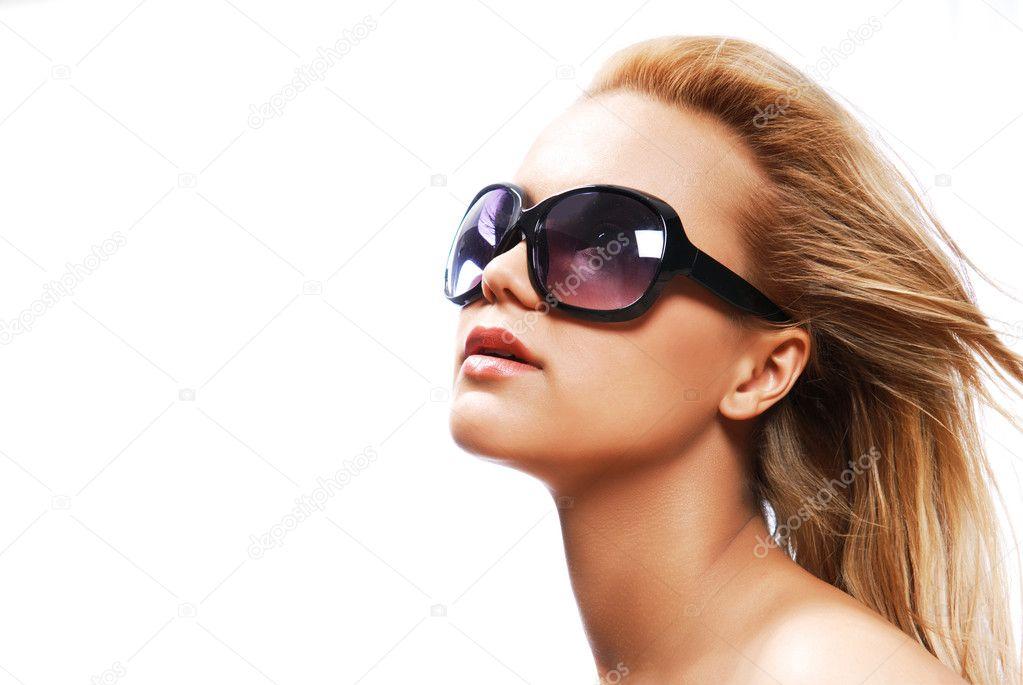 жінка носити сонцезахисні окуляри — Стокове фото — колір ... 5de6892d90496