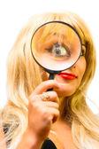 portrét dívky se sklem