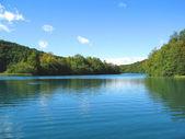 Fotografie idylické horské jezero