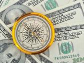 dolarů a kompas