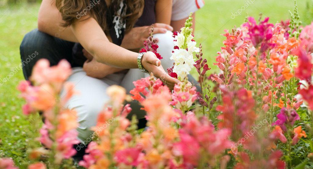 Couple in the garden (Hand in focus)