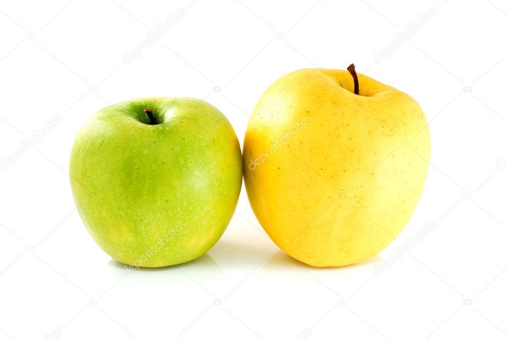 есть картинка яблоко зеленое и желтое предметы, фигуры