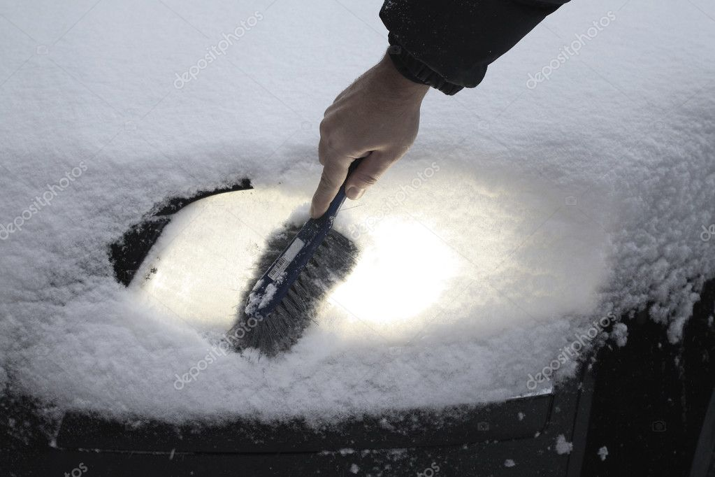 Remove snow from car lamp