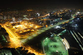 Fényképek éjszakai utca-és városrészlet