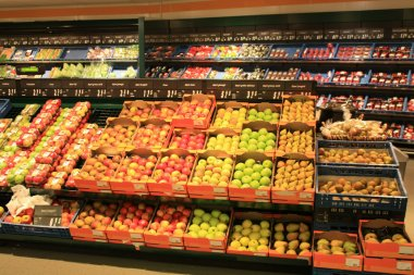 Fruit and vegetable store