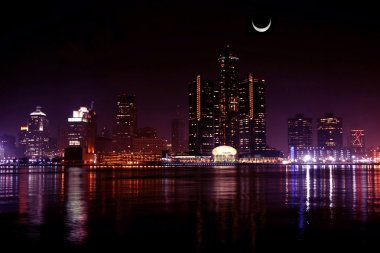 Detroit, night and moon