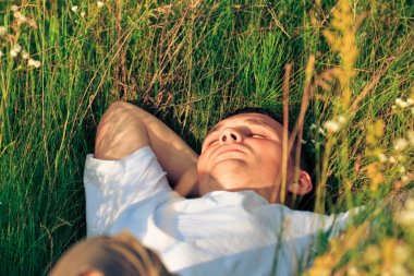 """Картина, постер, плакат, фотообои """"Молодой взрослый человек в траве весной"""", артикул 1811685"""
