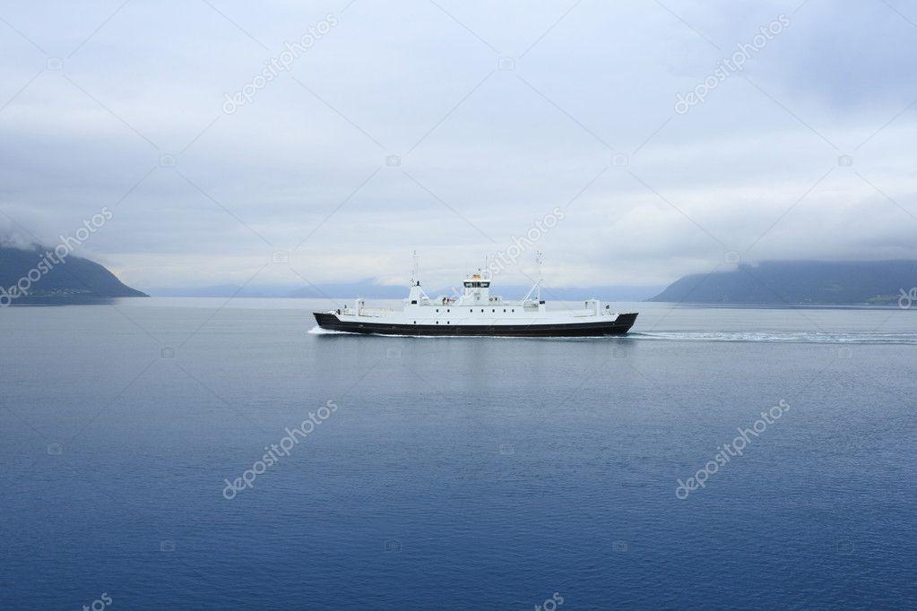 Фото молодой капитан корабля из норвегии