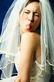 Rozmarná nevěsta ukazující její jazyk