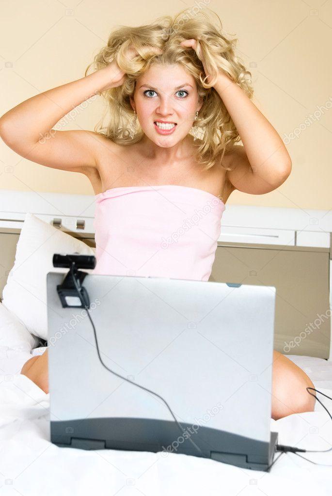 Порно девчонка на веб камере голых телефоне