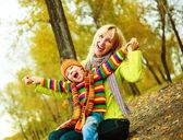 glückliche Mutter und Sohn