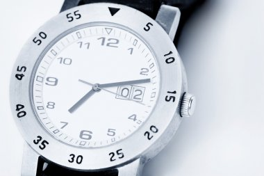 Analog watch in white