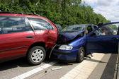 Fényképek autóbalesetben egy autópálya