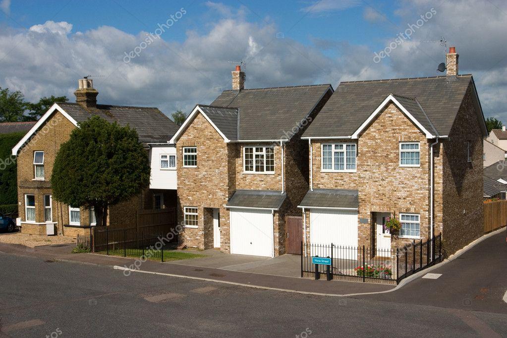 Una fila di cottage inglese moderni regno unito foto for Piani architettonici di cottage