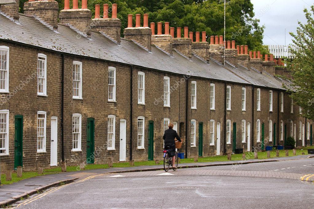 Fila di caratteristiche case inglesi foto stock for Case inglesi foto