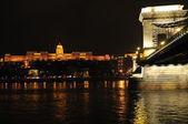 Fényképek kivilágított Budapest