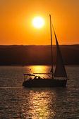 hajó a naplemente