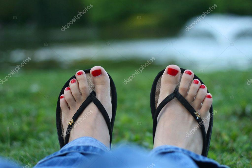 dedo del pie-uñas rojas, pies de mujer — Foto de stock ...