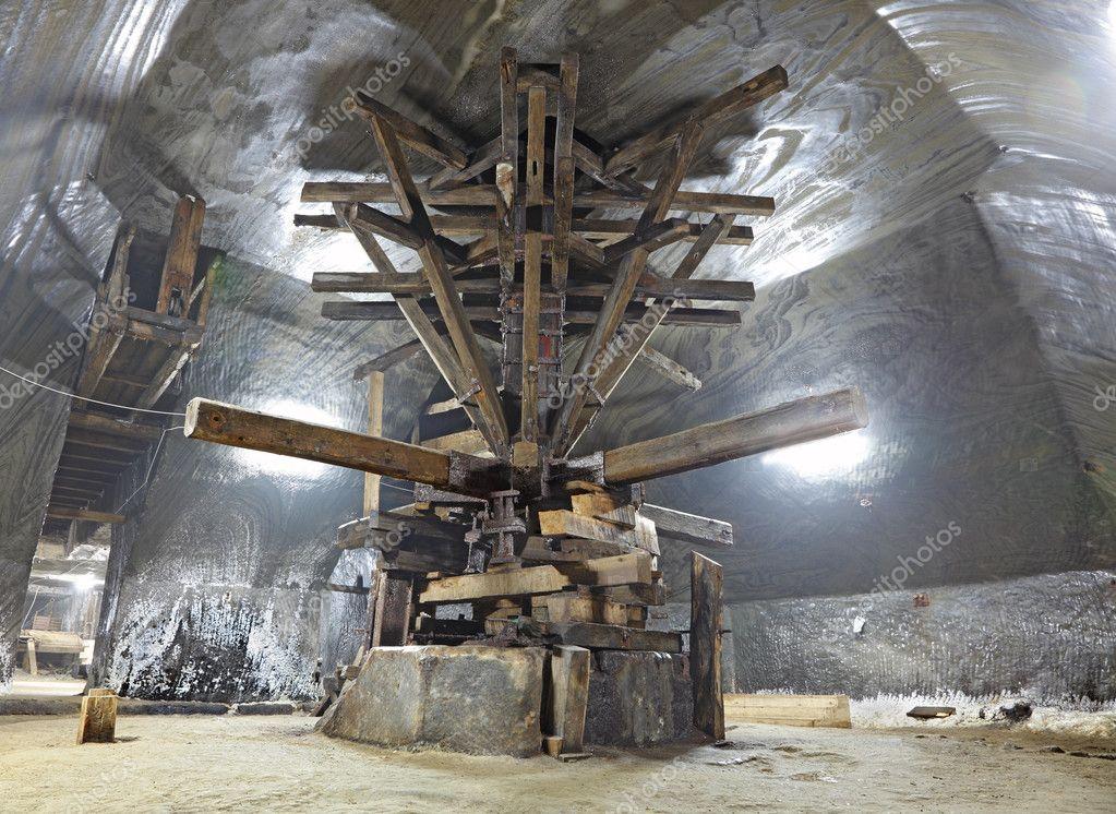 Salt extraction machine