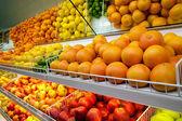 Fényképek gyümölcs szupermarketben pult