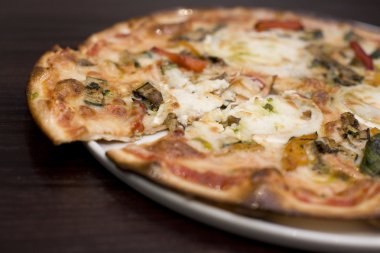 Goats cheese and roasted vegatable pizza