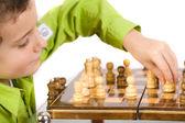 dítě hrající šachy