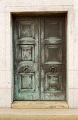 zavřené dveře