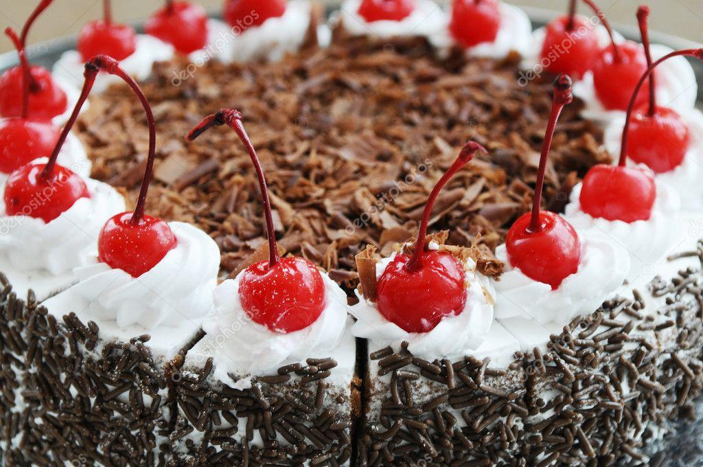 Den Vanillepudding Kuchen Mit Uppigen Roten Kirschen Und Schokolade