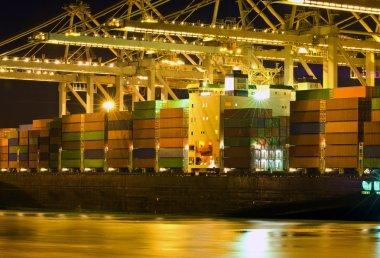 Unloading of a bulk carrier