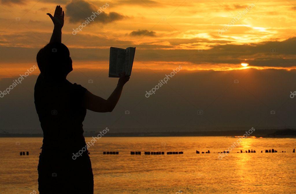 Favoritos mulher orando com a Bíblia — Fotografias de Stock © yoka66 #2186282 OT59