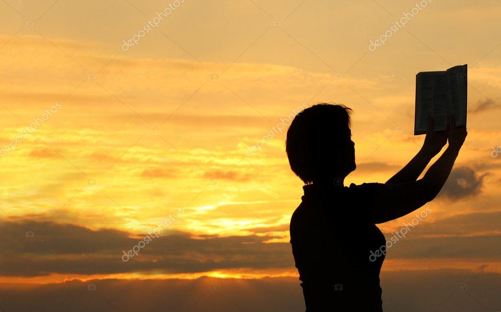 Famosos mulher orando com a Bíblia — Stock Photo © yoka66 #2186901 LD89