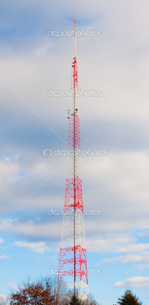 Very Tall Antenna Tower in Sky Clouds — Stock Photo