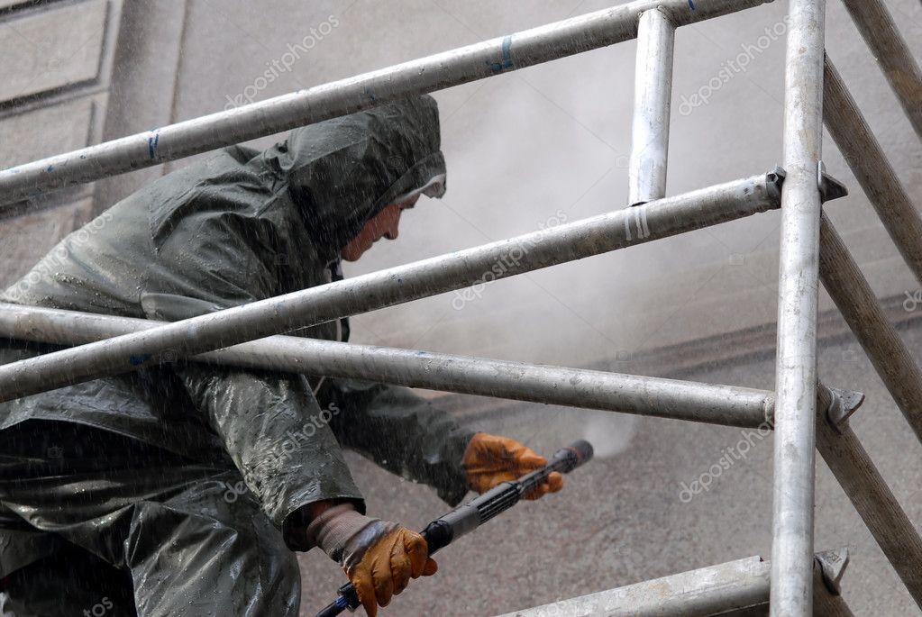 Man washing building facade