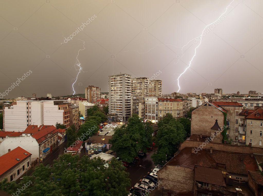 Daylight lightning storm