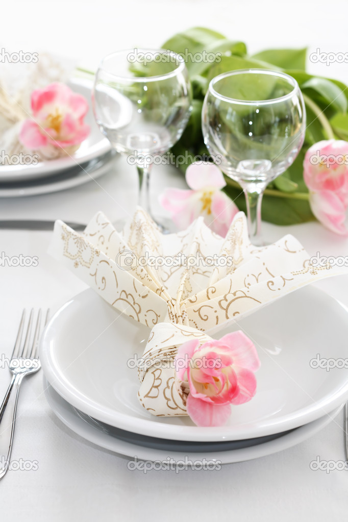 Fine table setting for wedding or other events