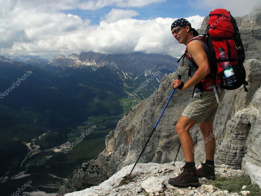 Картинки турист с рюкзаком рюкзак походный nova tour