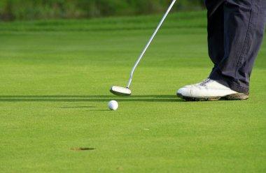 Plaing golf